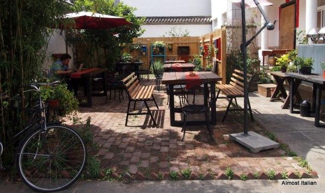 Cafe in a Melbourne suburb? No, Dali, China.