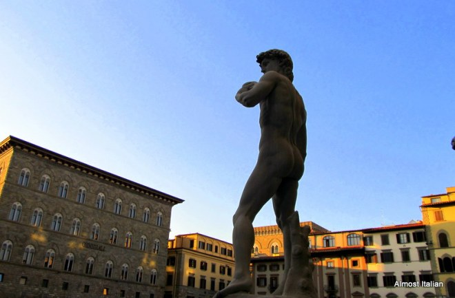 Copy of Michelangelo's Davide, Firenze, surveys a few arches.