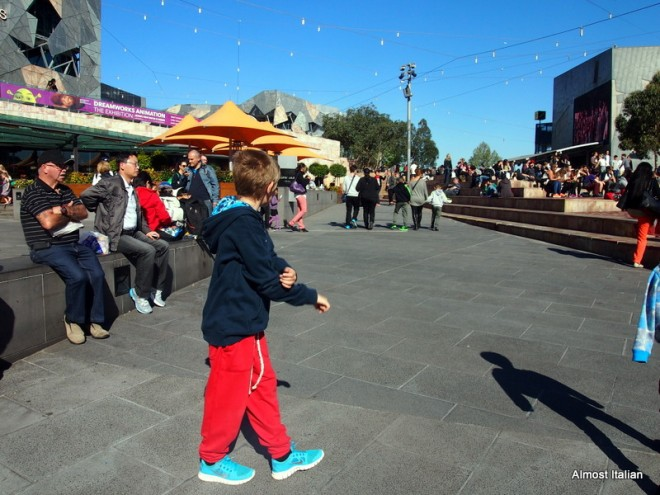 A quick walk through Federation square for some people watching and then a walk vy the Yarra river.