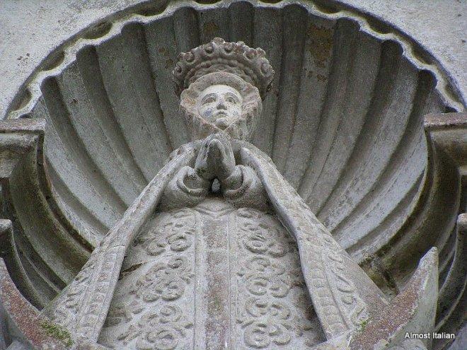Scallop statues of Santiago di Compostella.