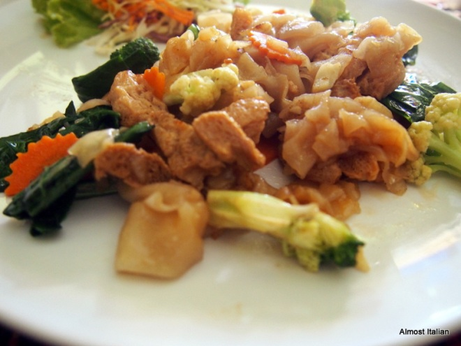 Pad Se-Ew noodle, with garlic, textured soy protein,carrot, cauliflower and Chinese broccoli. 75baht.