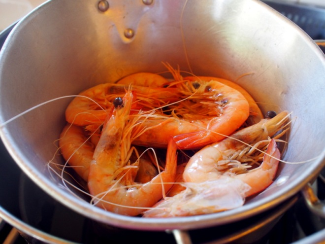 Cook the prawns until just done.