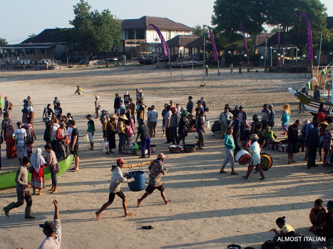 Late comers rush their catch to the market
