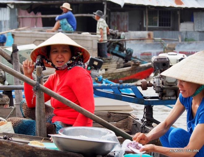 Women boat vendors at Phong Điền market.