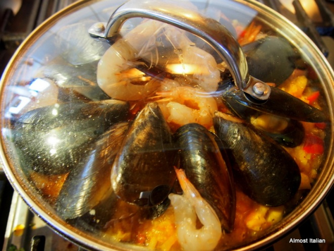 after 20 minutes, add the mussels to the pan, and cover.