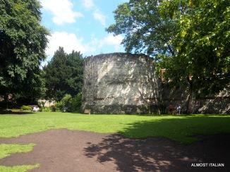 Roman ruin, Museum gardens