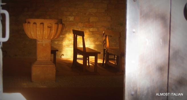 Through the side door of the church at Saint-Léon-sur-Vézère