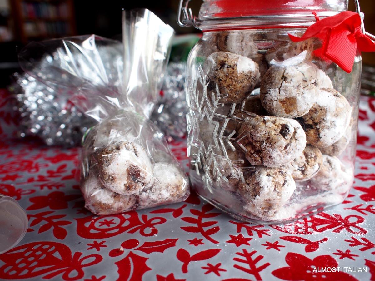 Sicilian Christmas Sweet Balls.