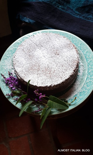 Torta di cioccolata e nocciole